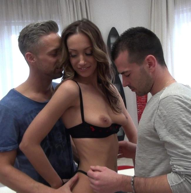 RoccoSiffredi - Hazel Dew [Roccos Intimate Castings 10, Scene 3] (HD 720p)