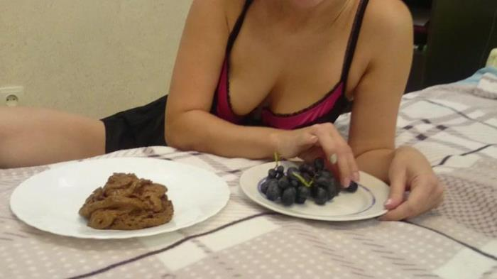 I eat many grapes with shit (Scat Porn) FullHD 1080p
