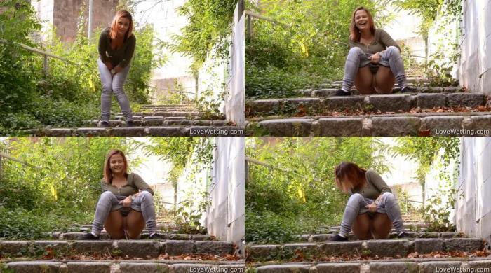 Aneta - Pissing scene (LoveWetting) FullHD 1080p