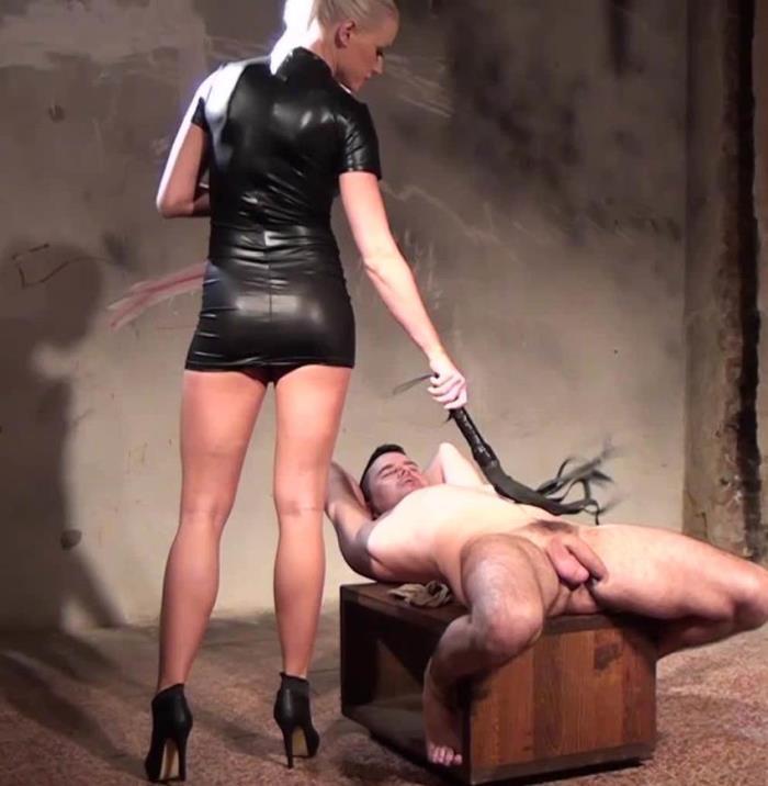 Submissed - Victoria [Victoria Controlled orgasm] (FullHD 1080p)