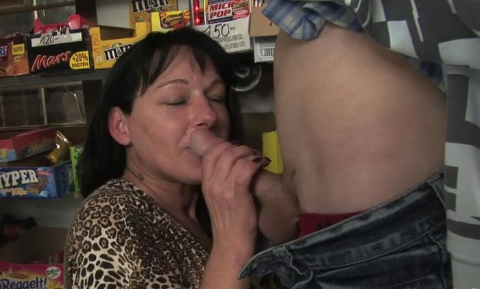 ManyVids: Mom and son in the grocery - Amateur [2017] (HD 720p)