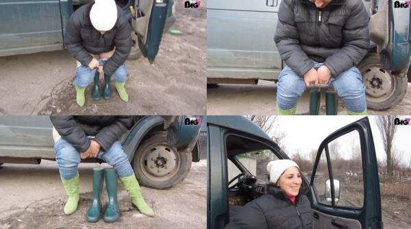 Kukolka - Urine in rubber boots1 (HD 1072p)