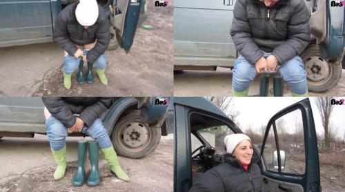 Kukolka - Urine in rubber boots1 [HD, 1072p] [NurdaSeine.com]