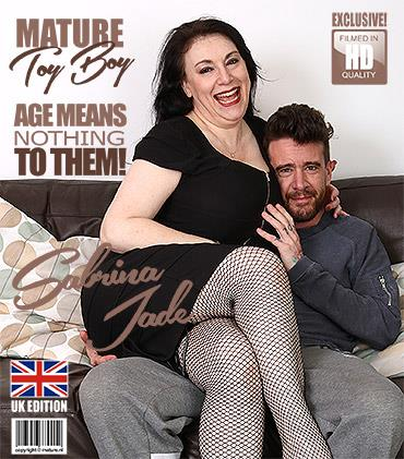 Mature.nl / Mature.eu - Sabrina Jade (EU) (50) - British big breasted housewife doing her toyboy [FullHD, 1080p]
