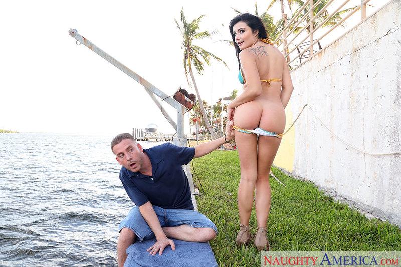 MyFriendsHotGirl.com / NaughtyAmerica.com: Adria Rae [SD] (217 MB)