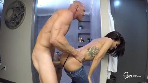 Kissa Sins - Bathroom Sex (16.10.2017/SinsLife.com/FullHD/1080p)