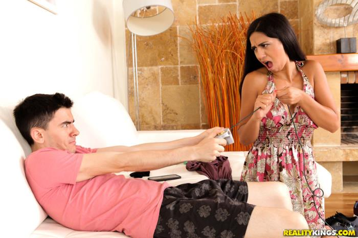 MikesApartment.com / RealityKings.com - Julia De Lucia - Cumming For Her Landlord [SD, 432p]