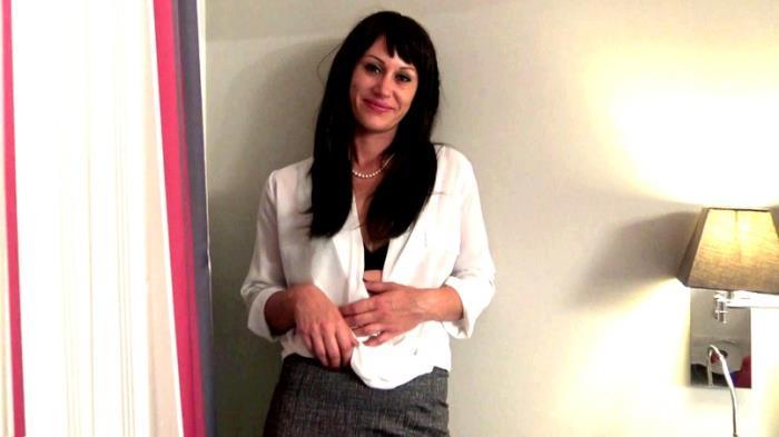 JacquieEtMichelTV - Celia - Celia, 35ans, de Cannes, un nouveau dpart ! [SD 480p]