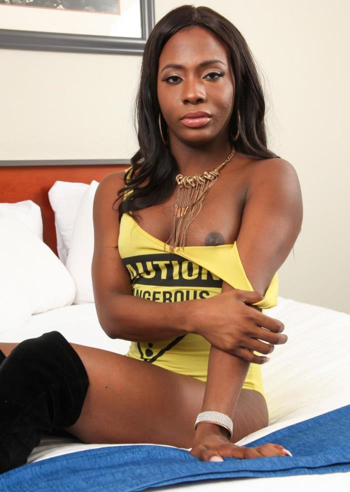 Black-tgirls: Lola in Cumshot Thursday: Lolas Big Load [HD 720p] Tranny, Shemale