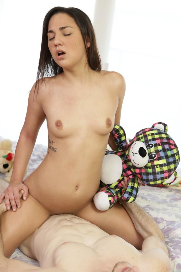Amara Romani - Stuffed [Nubiles-Porn, PetiteHDPorn / SD]