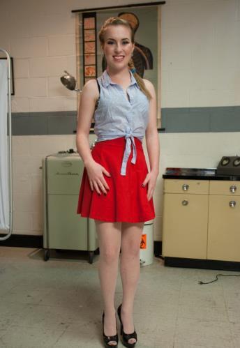 The 18 Year Old Anal Virgin - Jessie Parker (SiteRip/Kink/SD540p)