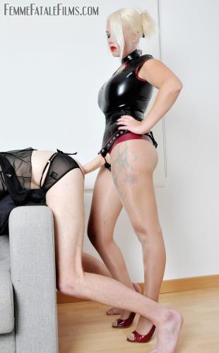 Mistress Heather - City stalker [HD, 720p] [FemmeFataleFilms.com]
