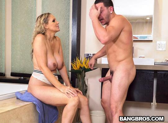 BigTitsRoundAsses, BangBros: Julia Ann - Fucking The Stepson In The Shower (SD/480p/259 MB) 20.10.2017