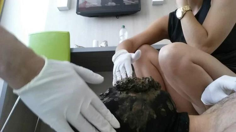 2 Ladys abuse a Toilet slave [Scat / FullHD]