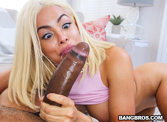 Luna Star - Bouncing A Huge Ass On Black Dick (23.10.2017) [BangBros, AssParade / SD]