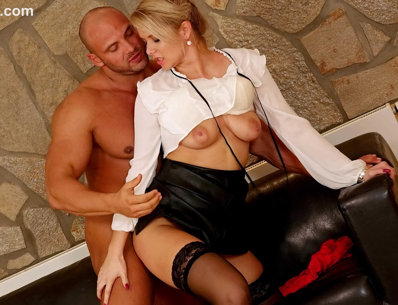 Tainster: Niky Dream Pissing in action with dream girl Niky [FullHD 1080p]