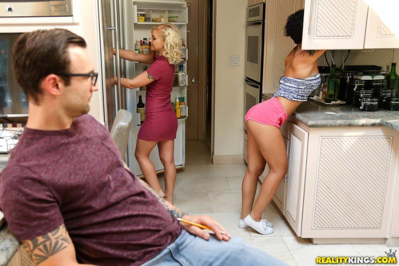 RoundAndBrown.com / RealityKings.com: Honey Gold - Sisters Slutty Friend [SD] (318 MB)