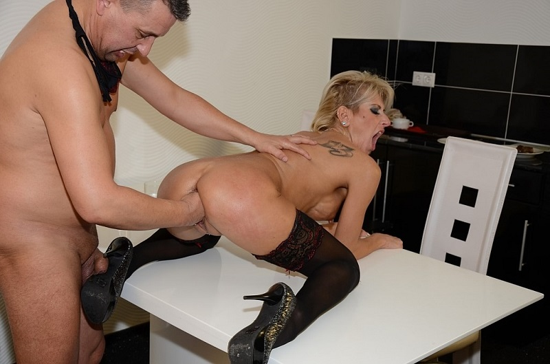 TuttiFrutti.club: MILF Katie in hard fisting action [HD] (823 MB)