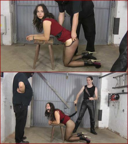 Sklavin Aiyana bestraft / Punished slave girl Aiyana [FullHD, 1080p] [Amateure-Xtreme.com]