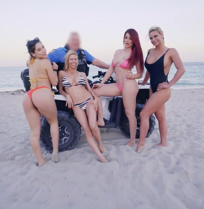 BrazzersExxtra.com/Brazzers.com -  Abella Danger, Alexis Fawx, Keisha Grey, Kelsi Monroe, Kristina Rose - Brazzers House 2: Unseen Moments  [HD 720p]
