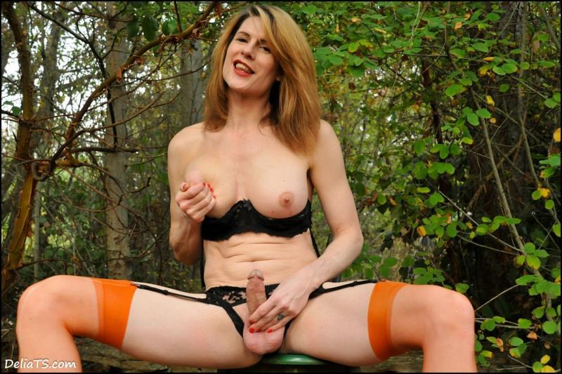 DeliaTS.com: Delia DeLions - TS Delia Pumpkin Patch [FullHD] (455 MB)
