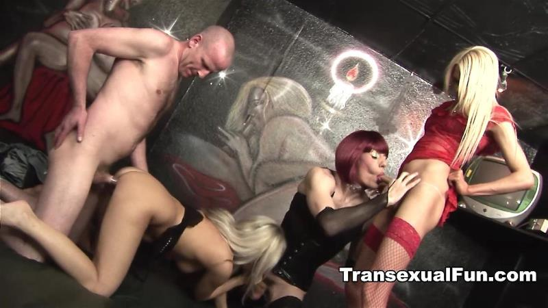Transexualfun.com: Zoe Fuckpuppet, Karla Coxx, Jessica - Two Shemales With A Man And A Woman [HD] (447 MB)