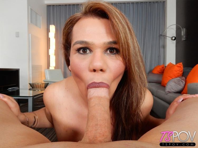Claudia Rosa - amateur latina TS enjoys slobbering on the cock (19.10.2017) [TsPov / FullHD]