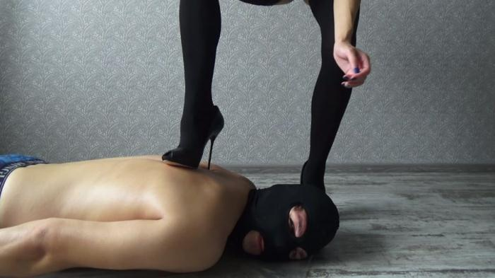 Mistress Emily - Mistress Emily shit on the face - (2016 / YezzClips) [FullHD 1080p / 586 MB]