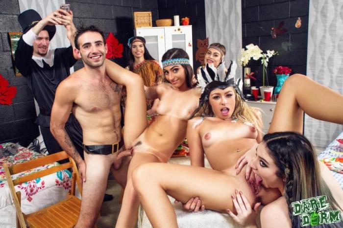 DareDorm / GFLeaks - Jasmine Vega, Amilia Onyx, Zoe Clark [Dorm Room Fucksgiving] (SD 432p)