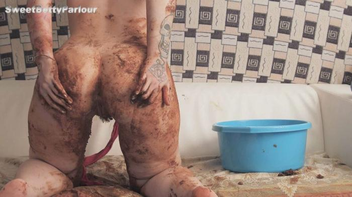 Extreme Scatting - SweetBettyParlour - ENEMA and CRAP ROOM (and sofa) III (FullHD 1080p)