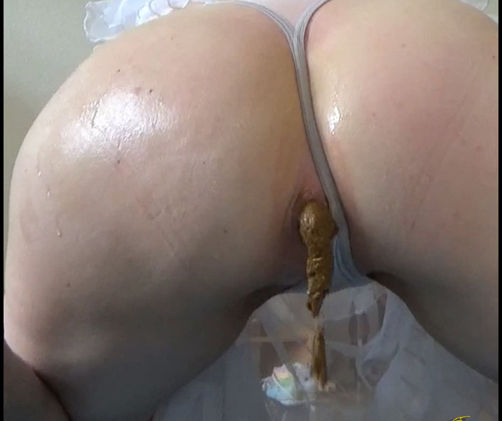 Susan Caviar - Lunchbox for You (Scat Solo, Big Pile, Pooping)  [FullHD 1080p]