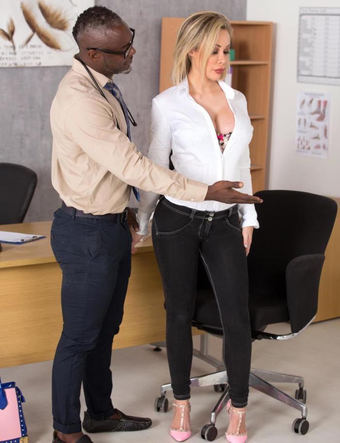 Chessie Kay - Slutty Patients Tits Examination (2017/DDFBusty/DDFNetwork/FullHD/1080p)