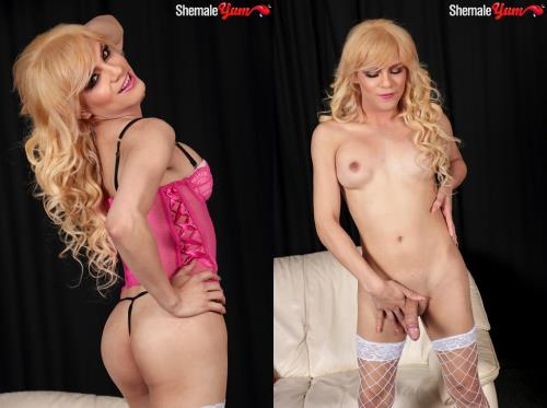 Josselyn - Gorgeous Blonde Josselyn Jacks Her Hard Cock! (28.11.2017/SheMaleYum.com/HD/720p)
