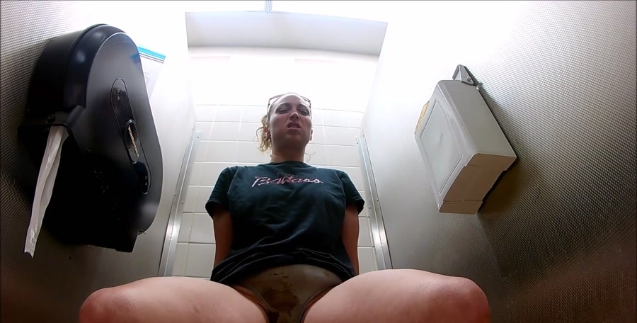 Scat Goddess - Diaherra Panty That Got Me Horny (Kaviar Scat, Pooping Girls, Solo) - Defecation [FullHD 1080p]
