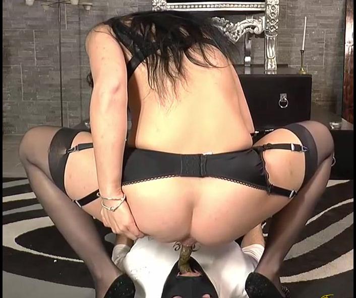 MISTRESS GAIA - SCAT HORS DOEUVRE (Big Pile, Dirty, Scat)  [FullHD 1080p]