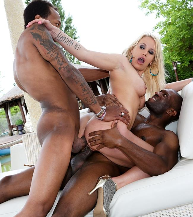 Stasia Bond - Boss Bitchs Interracial Anal 3-Some (2017/RoccoSiffredi) [HD / 720p/ 631.59 Mb]