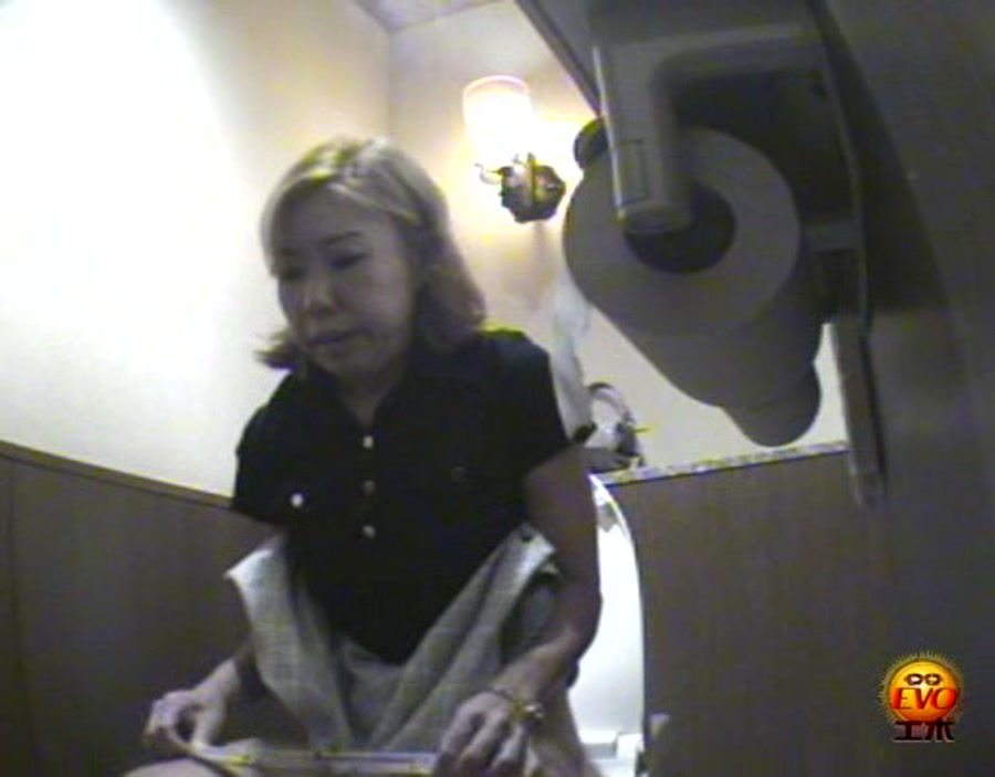 Girls - 8-08 Japanese Toilet Accidents (Voyeur, Scat) [DVDRip] [Evo]