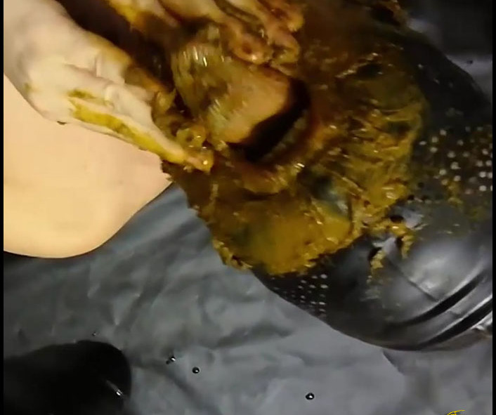 GodessToilet - Bizarre Action With Silicone (Big pile, New scat)  [FullHD 1080p]