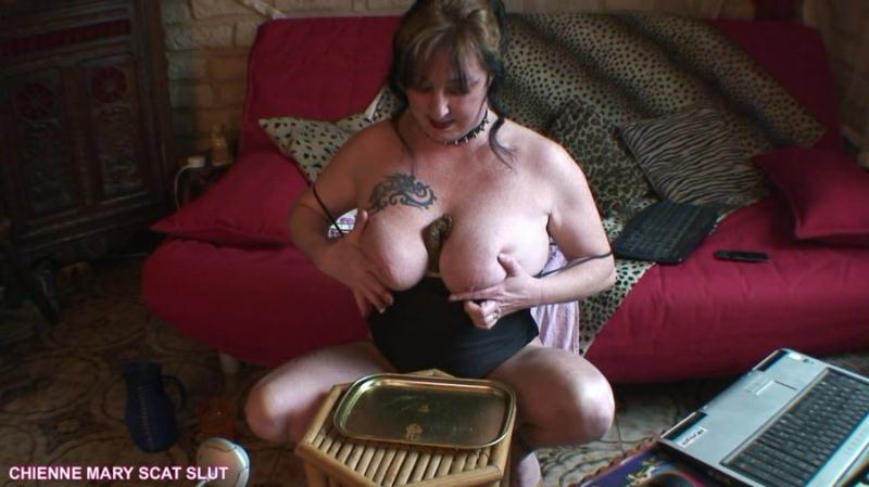 Chienne Mary French Scat Slut - Webcam Scat Show (Solo, Big pile) Scat Poopping [HD 720p]