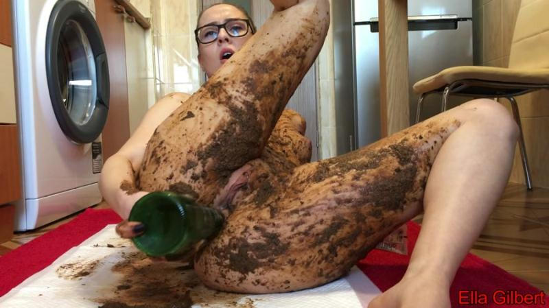 EllaGilbert - Extreme Body and Face Smearing (Smearing, Solo) Poop Videos [FullHD 1080p]