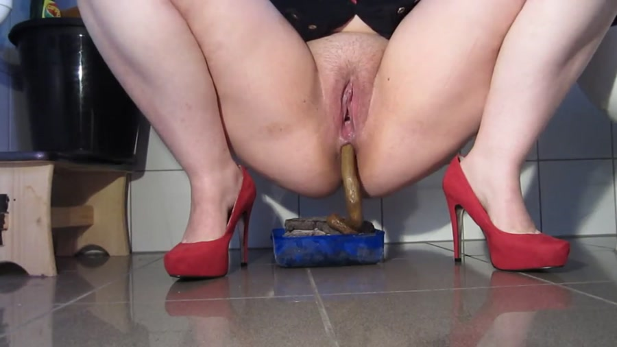 RedGirl - Red Pumps and Large Piles (Shitting, Solo) - Poopping [FullHD 1080p]