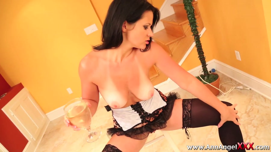 Dirty Angel - Model in Lingerie Covered in Piss Taking a Shit [AnnAngelXXX] FullHD 1080p