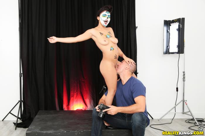 8thStreetLatinas, RealityKings - Michelle Martinez - Painted Pussy [432p / SD]