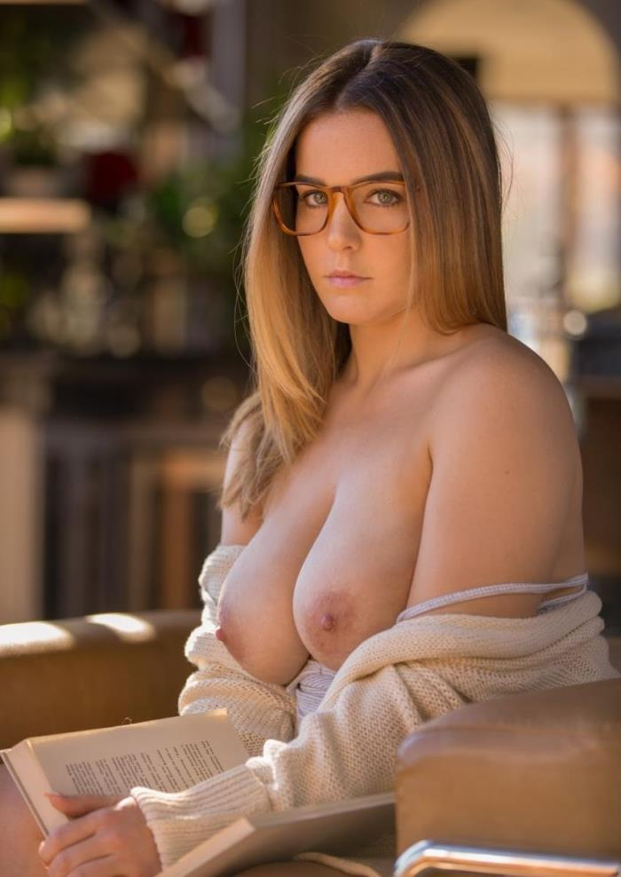 Natasha Nice - Curvy Stepsister Takes Anal [SD/480p/360.82 Mb] Tushy