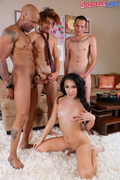 Shemale: (Chanel Santini) - Chanel Santini - Chanel's Breathtaking Foursome Action! [HD / 840 MB]