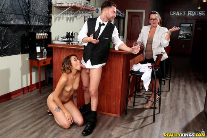 Eve Ellwood - Wet Bar (Teen) - SneakySex / RealityKings   [SD 432p]