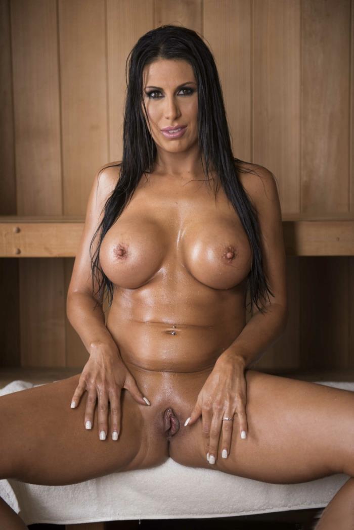 Makayla Cox - Sneaky Sauna Mama [SD/480p/284.4 Mb] MommyGotBoobs / Brazzers