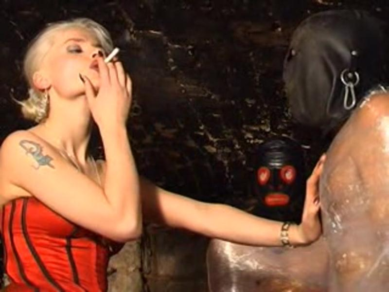 Syonera Styx - Friss (Smoking, Femdom Scat) Syonera.de [DVDRip]