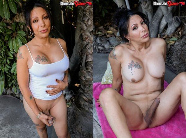 SheMaleYum - Samantha - Samantha Gets Naked In Buddy's Back Yard! [HD, 720p]