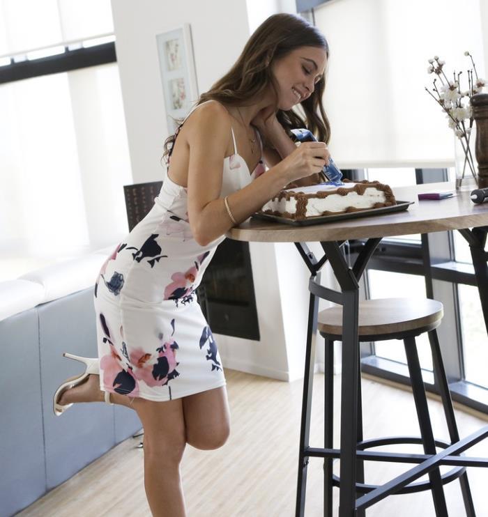 Nubilefilms: Riley Reid - Cake [HD 720p]